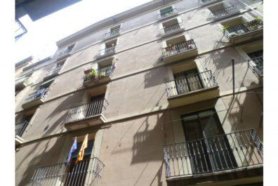 Ref 1446 – Àtic en lloguer a la zona de Plaça Catalunya, Barcelona. 33m2