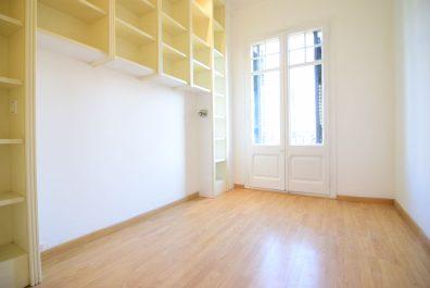 Ref 2002 – Apartamento en alquiler en la zona de Eixample, Barcelona. 105m2